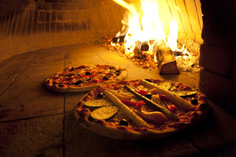 Outdoor Küche Pizza Ofen : Wie feuere ich einen pizzaofen von alfa pizza richtig an